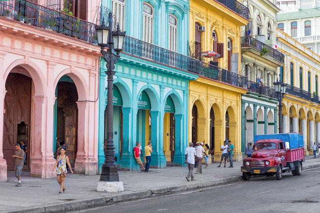 De Paseo Por La Habana
